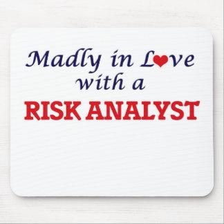 Enojado en amor con un analista del riesgo tapete de raton