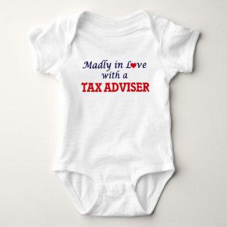 Enojado en amor con un consejero de impuesto remeras