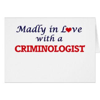 Enojado en amor con un criminalista tarjeta de felicitación