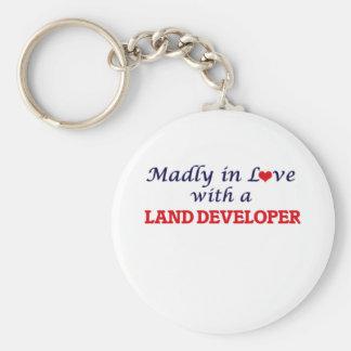 Enojado en amor con un desarrollador de la tierra llavero redondo tipo pin