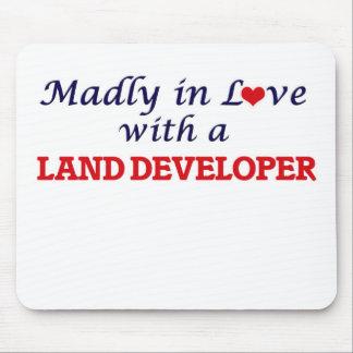 Enojado en amor con un desarrollador de la tierra mouse pads
