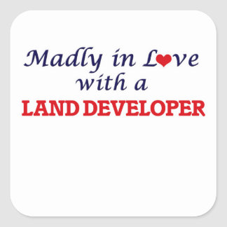Enojado en amor con un desarrollador de la tierra pegatina cuadrada