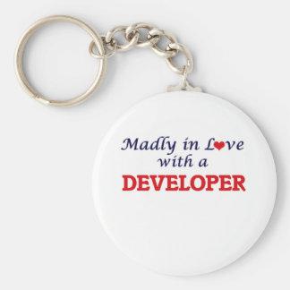 Enojado en amor con un desarrollador llavero redondo tipo pin