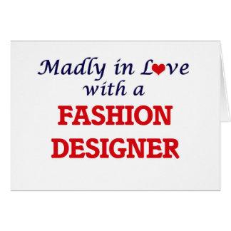 Enojado en amor con un diseñador de moda tarjeta de felicitación