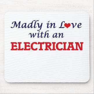 Enojado en amor con un electricista tapetes de raton