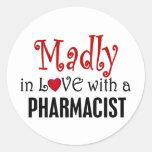 Enojado en amor con un farmacéutico pegatinas redondas