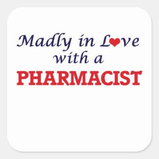 Enojado en amor con un farmacéutico pegatina cuadrada