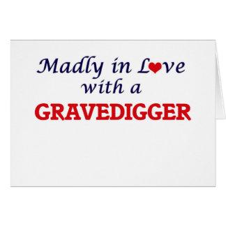 Enojado en amor con un Gravedigger Tarjeta De Felicitación