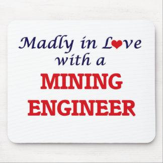 Enojado en amor con un ingeniero de minas alfombrillas de ratones