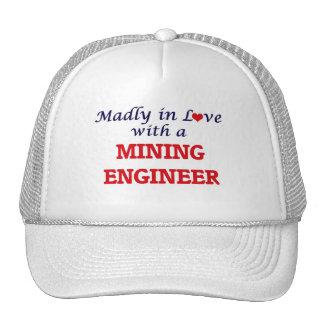 Enojado en amor con un ingeniero de minas gorro