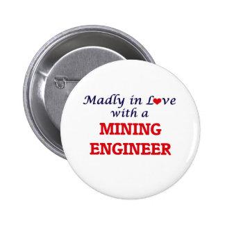 Enojado en amor con un ingeniero de minas pin redondo de 2 pulgadas