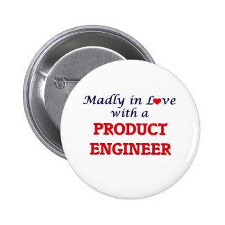 Enojado en amor con un ingeniero del producto pin redondo de 2 pulgadas