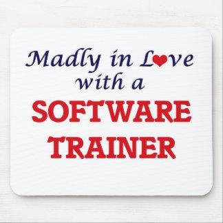 Enojado en amor con un instructor del software mouse pad