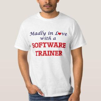 Enojado en amor con un instructor del software playera