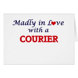 Enojado en amor con un mensajero tarjeta de felicitación