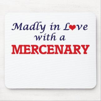 Enojado en amor con un mercenario tapete de ratones
