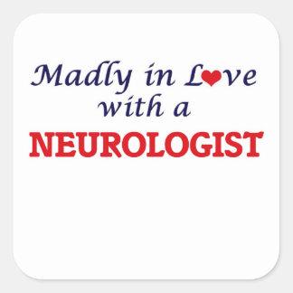 Enojado en amor con un neurólogo pegatina cuadrada