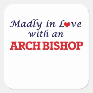 Enojado en amor con un obispo del arco pegatina cuadrada