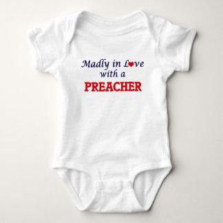 Enojado en amor con un predicador body para bebé
