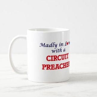Enojado en amor con un predicador del circuito taza de café