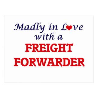 Enojado en amor con un promotor de carga postal