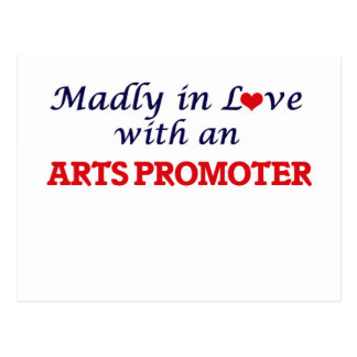 Enojado en amor con un promotor de los artes postal