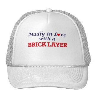 Enojado en amor con una capa de ladrillo gorras de camionero