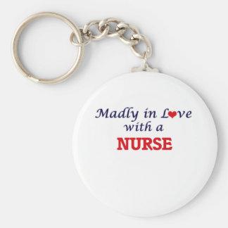 Enojado en amor con una enfermera llavero redondo tipo pin