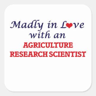 Enojado en amor con una investigación Scienti de Pegatina Cuadrada