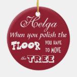 Enojado en la suciedad/cuando usted pule el piso… adorno navideño redondo de cerámica