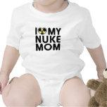 Enredadera de la mamá del arma nuclear camiseta