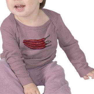 Enredadera del niño de las pimientas de chile camiseta