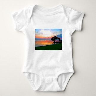 Enredadera del niño del derramamiento de Sun T Shirts