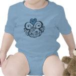 Enredadera infantil azul del adorno del corazón camiseta