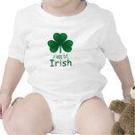 Enredadera infantil irlandesa del pedazo pequenito camisetas