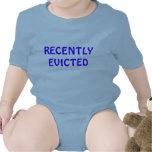 Enredadera infantil recientemente desahuciada, traje de bebé
