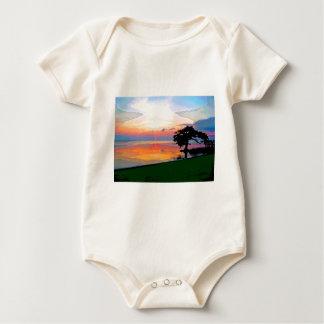 Enredadera orgánica infantil del derramamiento de trajes de bebé