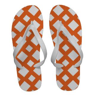 Enrejado anaranjado en blanco sandalias de playa