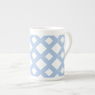 Enrejado azul claro en blanco taza de china