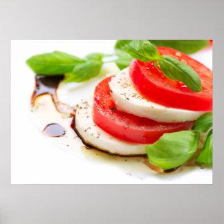Ensalada de Caprese. Rebanadas del tomate y de la  Póster