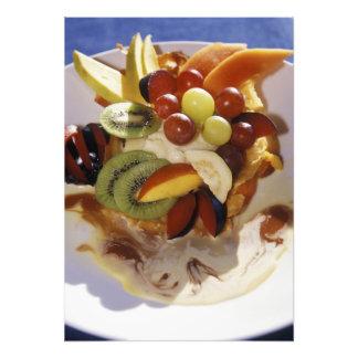 Ensalada de fruta con helado impresión fotográfica