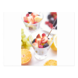 Ensalada de fruta fresca del verano postal