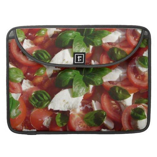 Ensalada del tomate y de la mozzarella fundas para macbook pro