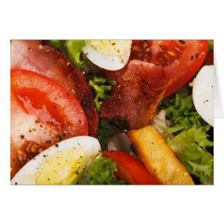 Ensalada del tomate y del tocino tarjeta de felicitación