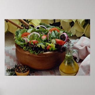 Ensalada vegetal mezclada poster