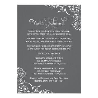 Ensayo del boda y gris de las invitaciones el de