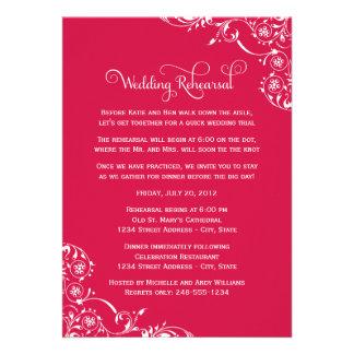 Ensayo del boda y rojo de las invitaciones el de