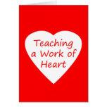 Enseñanza de un trabajo del corazón tarjeton