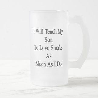 Enseñaré a mi hijo a amar tiburones tanto como lo  taza cristal mate