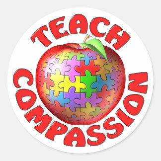 Enseñe a la compasión pegatina redonda